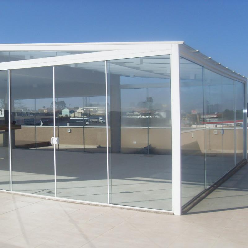 Fechamento com teto de vidro